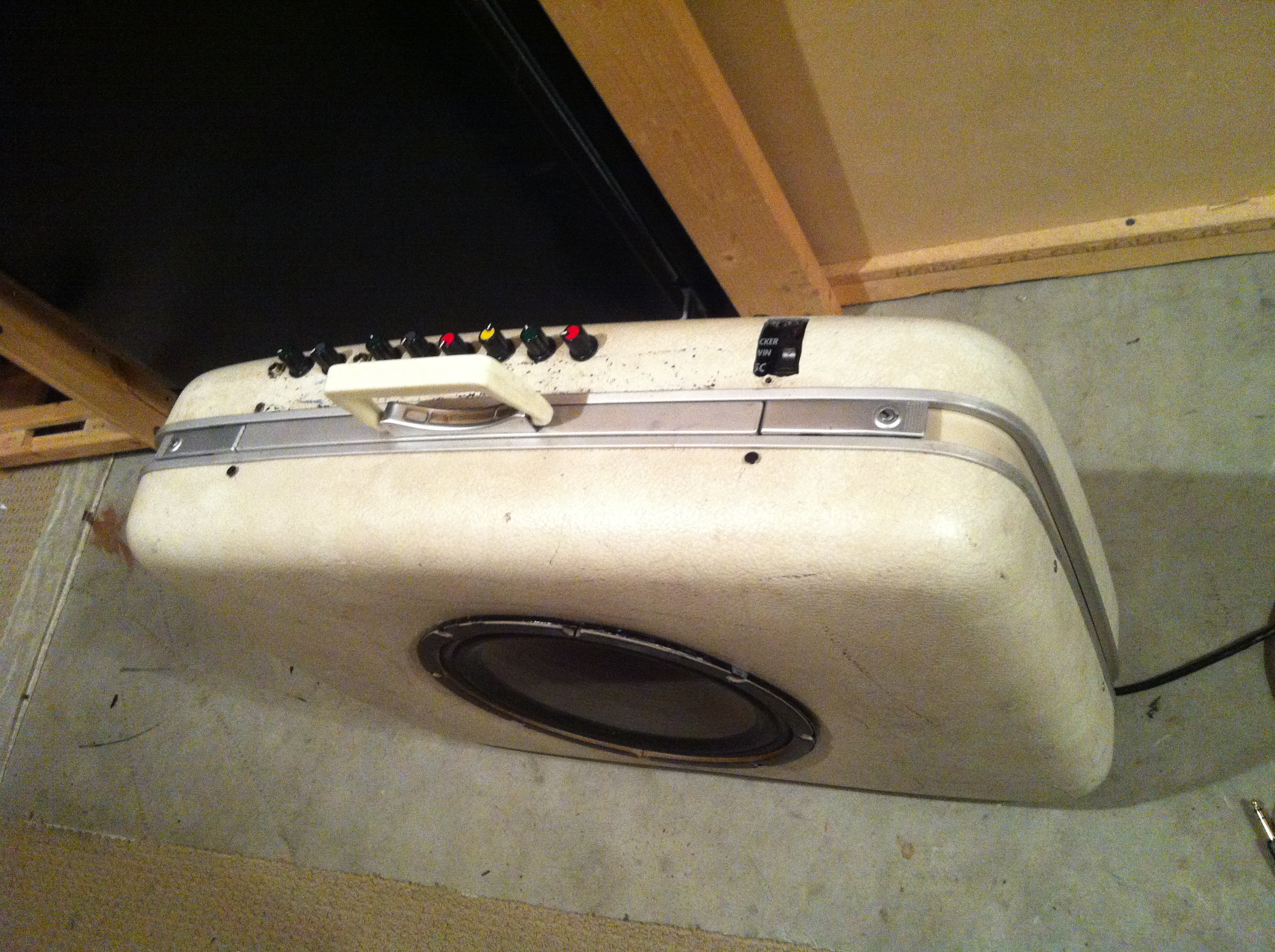 Sound everywhere ... 9-suitcase-amp
