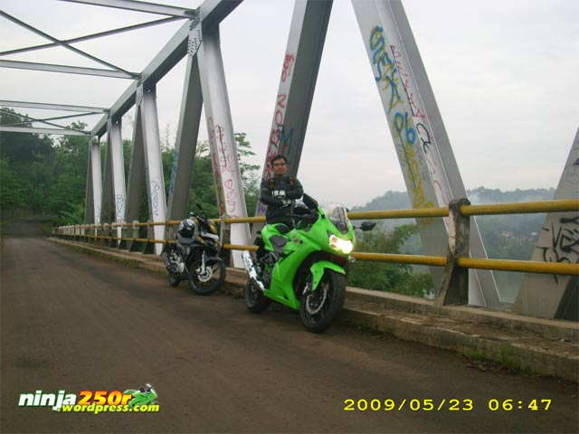 Si Ijo trip to Bandoeng Jembatan_rajamandala_lama2