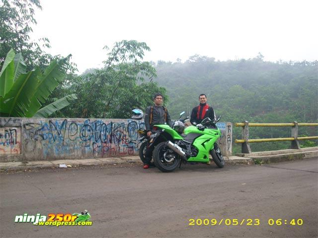 Si Ijo trip to Bandoeng Jembatan_rajamandala_lama5