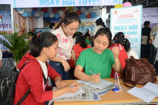 Hơn 10.000 sinh viên tham gia ngày hội việc làm Chot-2-1496501920779