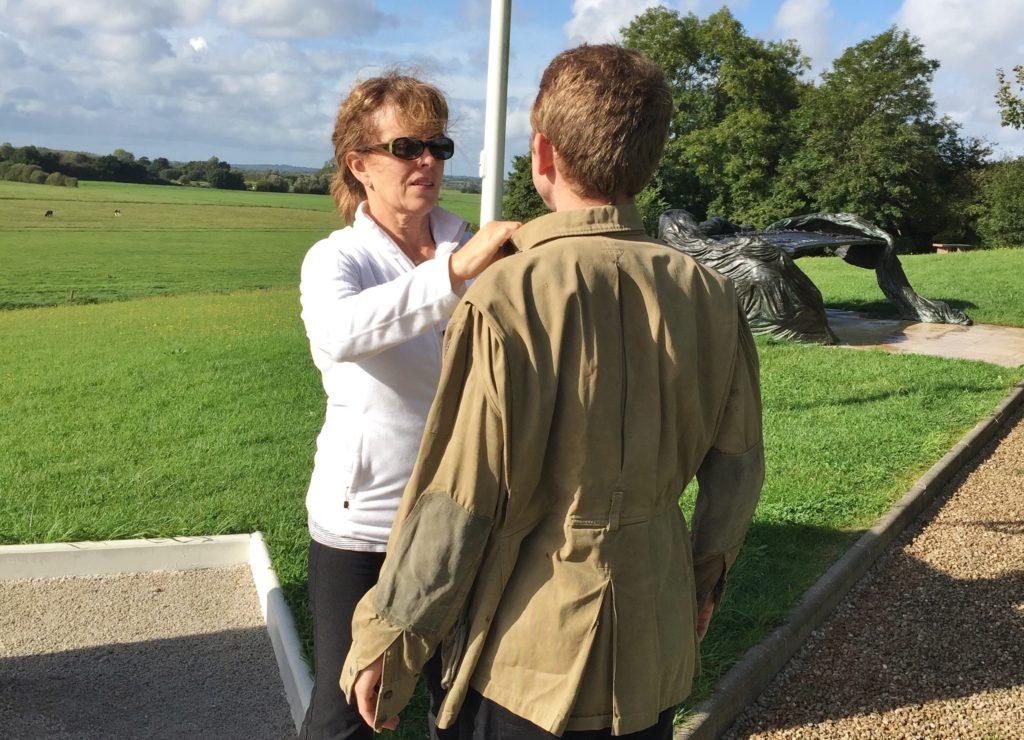 La veste d'un parachutiste du D-DAY !!  Jackie-Lang-fitting-Dad27s-jacket-on-Wyatt-Neff-1024x740