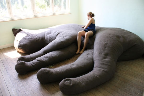 Ludi dizajni - Page 2 Giant-kitteh-couch-25857-1281163877-122
