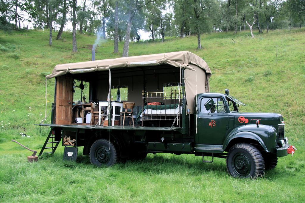 El hotel escocés en la caja de un camión Hotel-camion-11