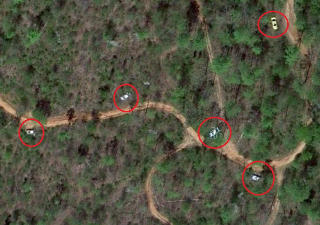 El acaparador de coches accidentados pillado en Google Maps Google-maps-cementerio-coches