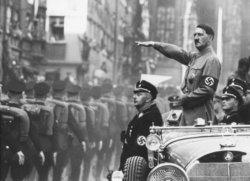 Dictadores al volante Hitler-coche