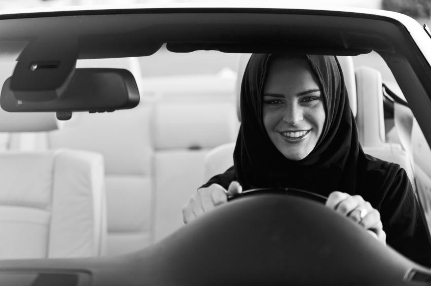 Arabia Saudí: la mujeres siguen luchando por conducir Saudi-mujer-conducir