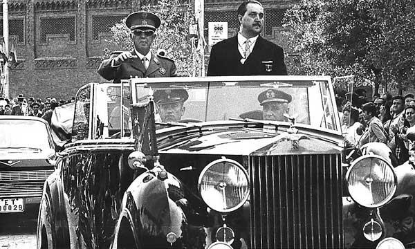 Dictadores al volante Coche8