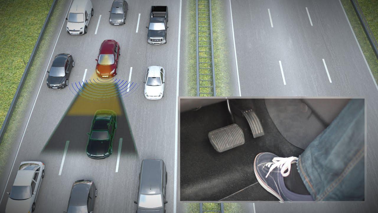 Ford quiere que te olvides de conducir en los atascos Ford-Traffic-Jam-Assist