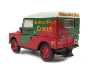Kam el elefante y su Land Rover Land-rover-bertram-mills-circus-300x240