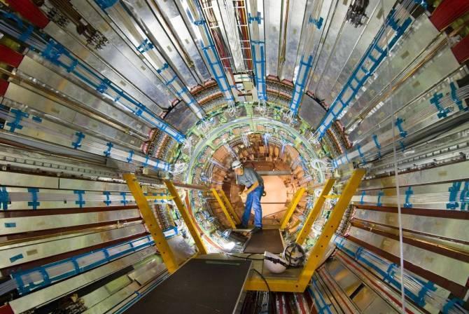 CERN .... - Página 7 Img_38403