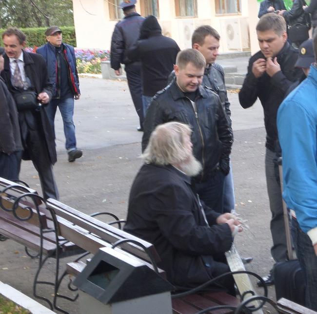 В Константиново с применением насилия задержаны 77-летний залуженный архитектор Гаврилов, активисты Кочетков и Петруцкий Zaderj1