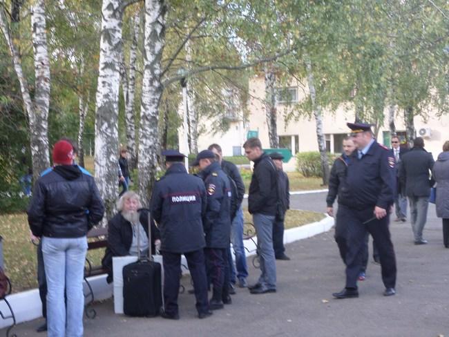 В Константиново с применением насилия задержаны 77-летний залуженный архитектор Гаврилов, активисты Кочетков и Петруцкий Zaderj2
