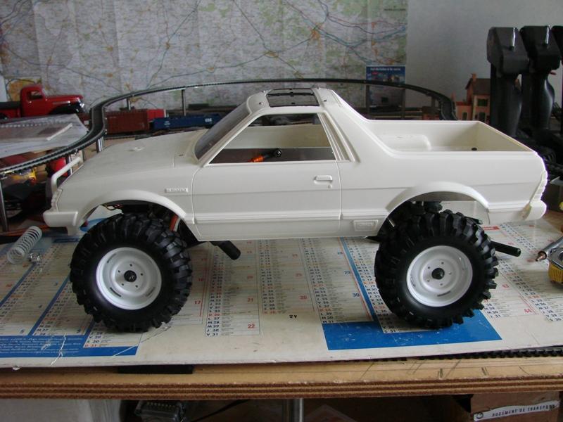 Axial  AX10 ARTR - Tamiya Subaru Brat 06