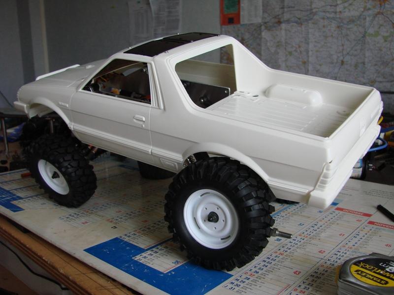 Axial  AX10 ARTR - Tamiya Subaru Brat 09