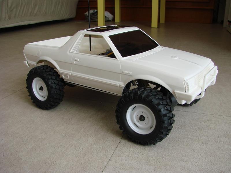 Axial  AX10 ARTR - Tamiya Subaru Brat 11