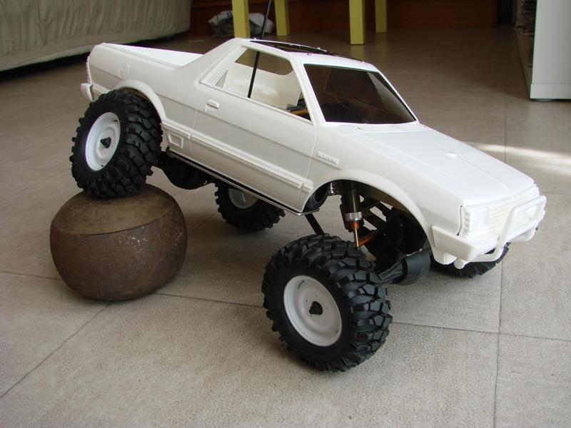 Axial  AX10 ARTR - Tamiya Subaru Brat 15