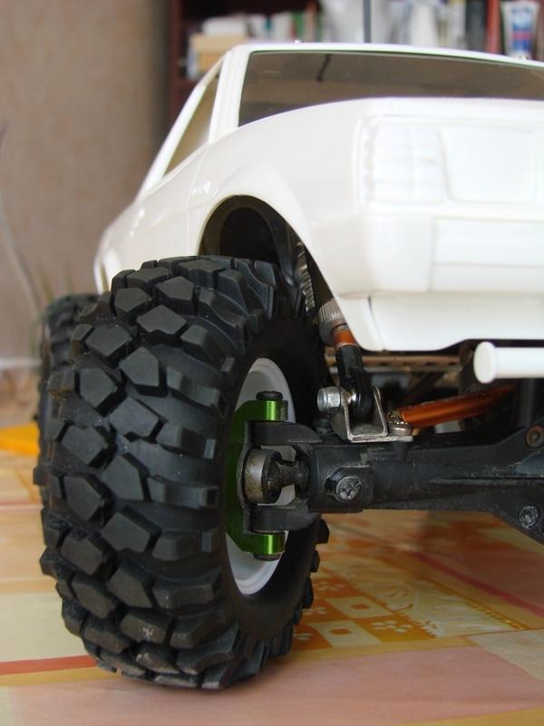 Axial  AX10 ARTR - Tamiya Subaru Brat 24