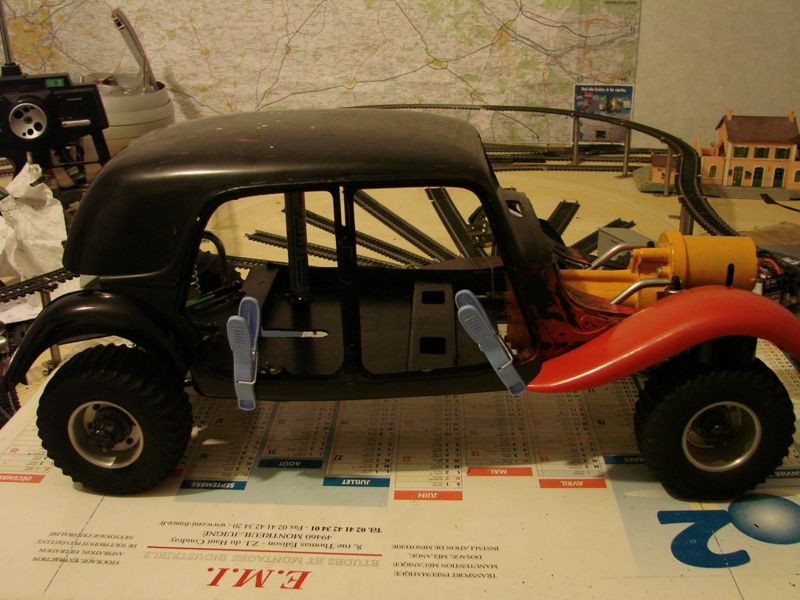 Tamiya blasing Blazer Bruiser - Citroen Traction 15/6 Heller - 1948 057