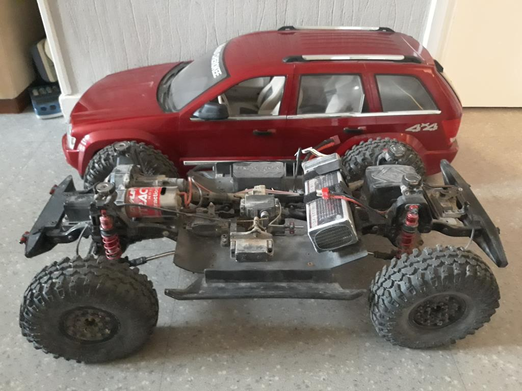 TRACTION HOBBY CRAGSMAN - Jeep Grand Cherokee 5.7L Limited 2006 02