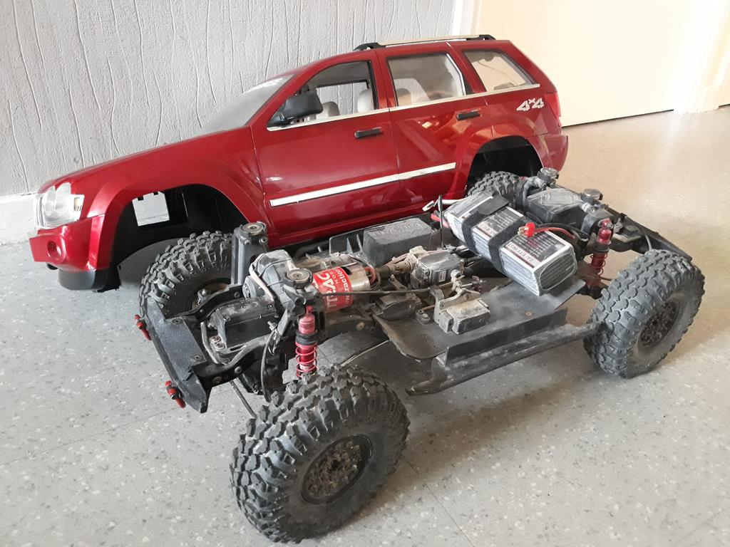 TRACTION HOBBY CRAGSMAN - Jeep Grand Cherokee 5.7L Limited 2006 03
