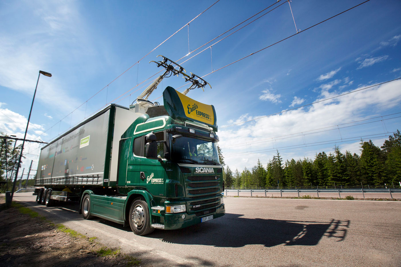 Suecia abre la primera carretera eléctrica del mundo S.aolcdn
