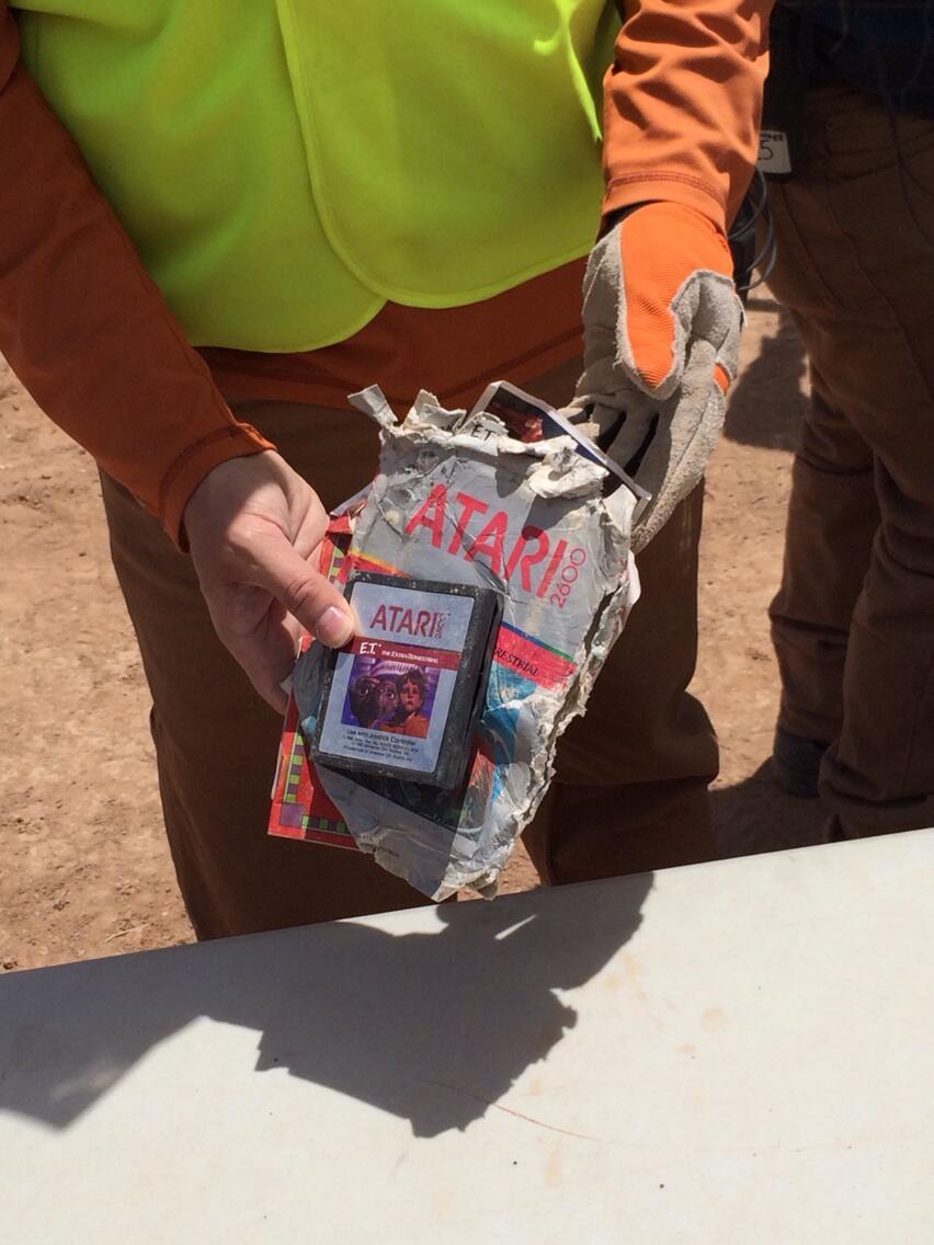 E.T el videojuego , la leyenda urbana enterrada en el desierto BmK3IhECcAEvQmU.jpg-large