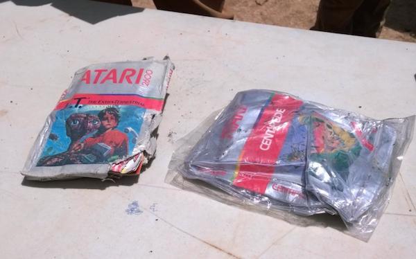 E.T el videojuego , la leyenda urbana enterrada en el desierto Et-cartuchos-atari