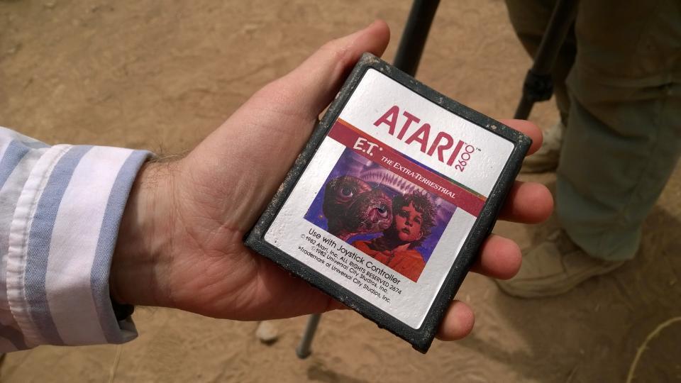 E.T el videojuego , la leyenda urbana enterrada en el desierto Cartucho-et-encontrado