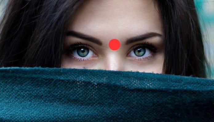 Moć trećeg oka: Što se dogodi kada jednu minutu masirate ovu točku između obrva? People-2605526_960_720-696x398