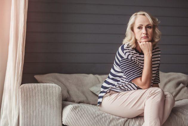 Prions pour les personnes qui souffrent du rejet... Bigstock-Sad-Senior-Woman-212427472-630x421