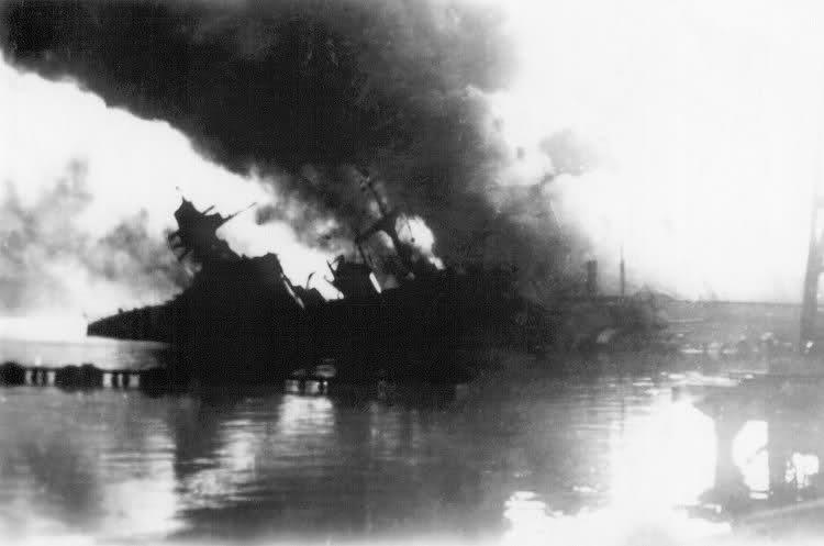 Le sabordage de la Flotte à Toulon (83) 27/11/1942 Ztu2bd