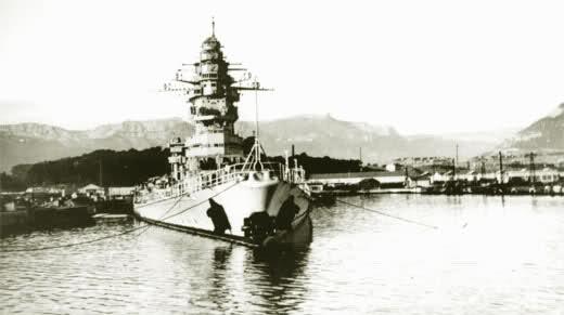 Le sabordage de la Flotte à Toulon (83) 27/11/1942 Ztu7b8