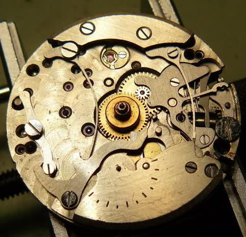 Chronograph Lemania CH27 C12 : du tiroir au poignet 6jgcl6h