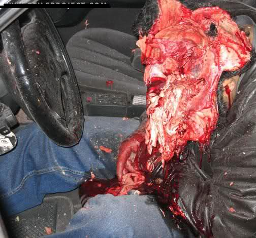 Có mũ bảo hiểm khủng mà vẫn bị nghiền cho bẹp dí 2638q44