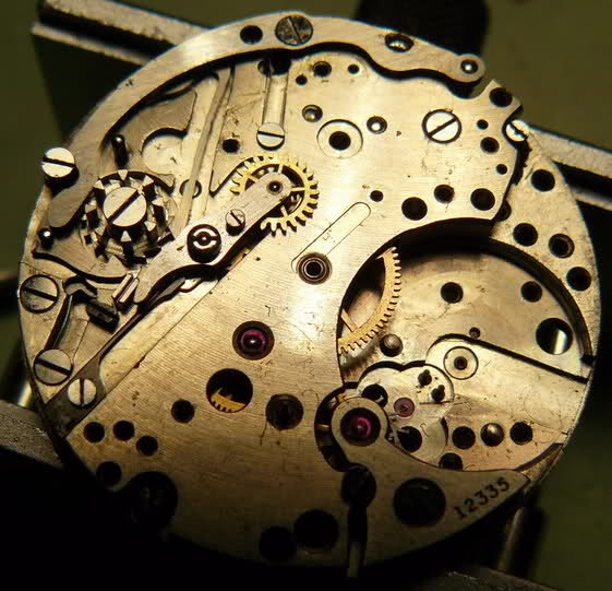 Chronograph Lemania CH27 C12 : du tiroir au poignet 870og9l