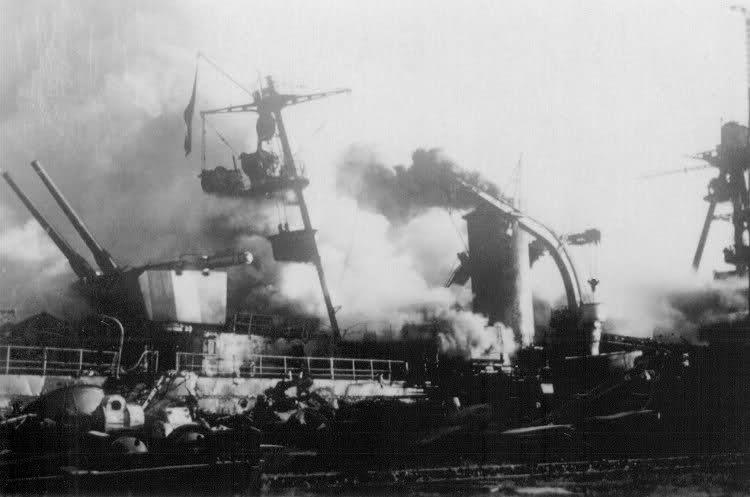 Le sabordage de la Flotte à Toulon (83) 27/11/1942 Ztu0ew