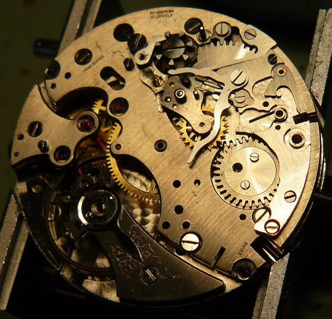 Chronographe Breitling Premier 1946 venus 175 3 compteurs 2cr63o5