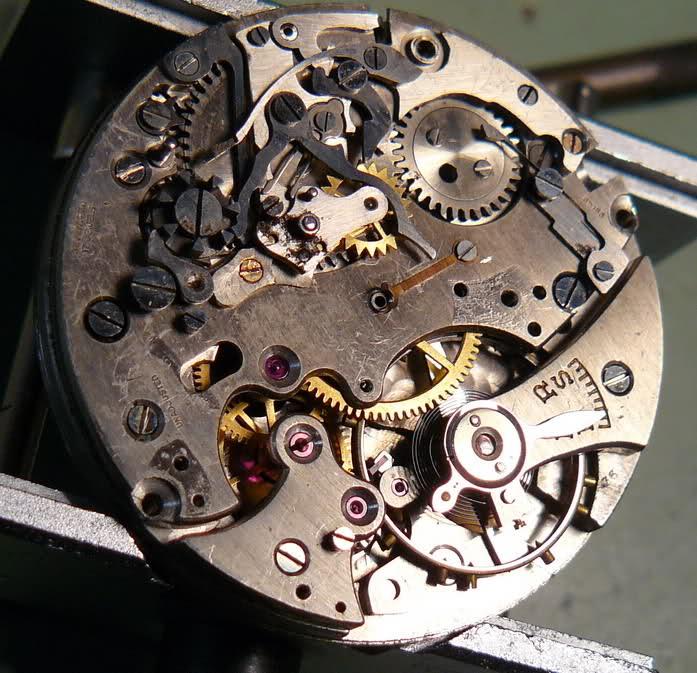 Chronographe Breitling Premier 1946 venus 175 3 compteurs 5d9iv