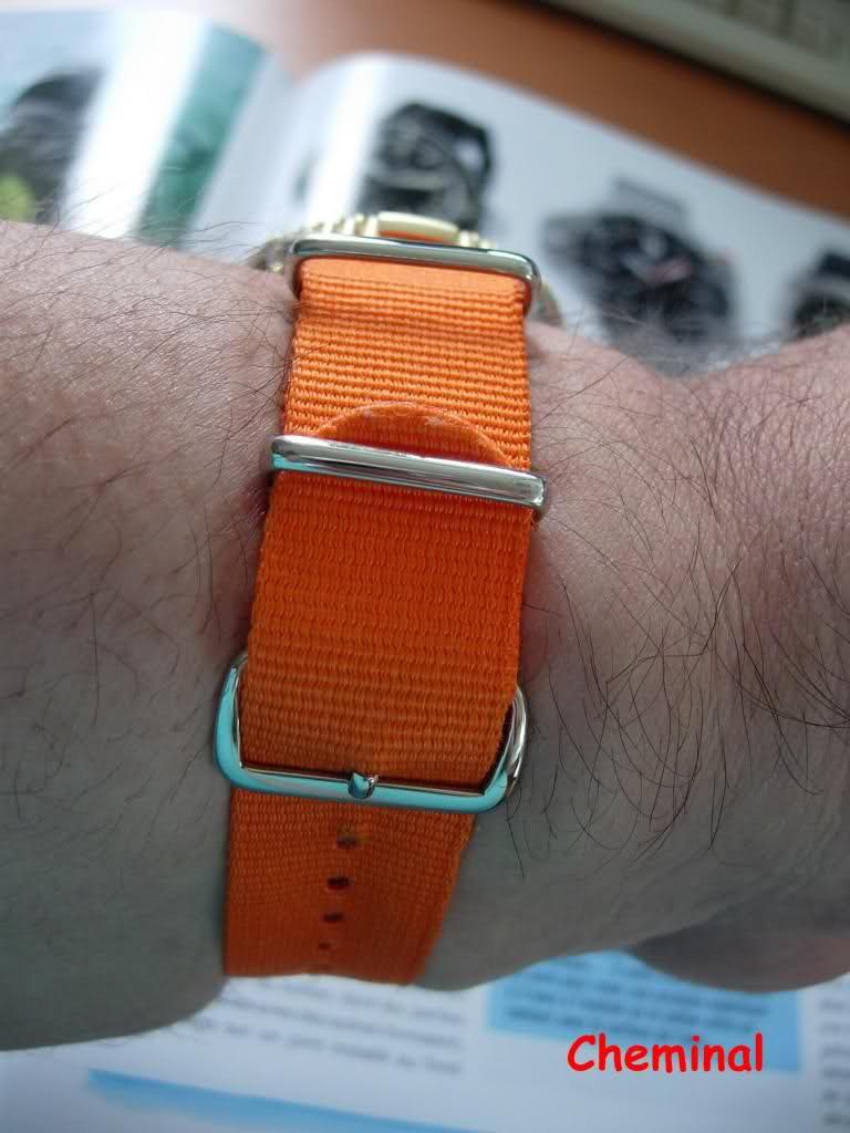 Mettre correctement un bracelet NATO sur sa montre. 2i1p2cz