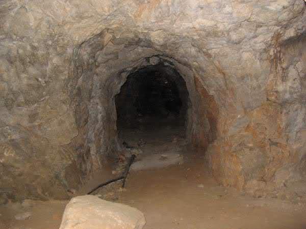 Abris caverne du Paradis (Carqueiranne, 83) 140bxus