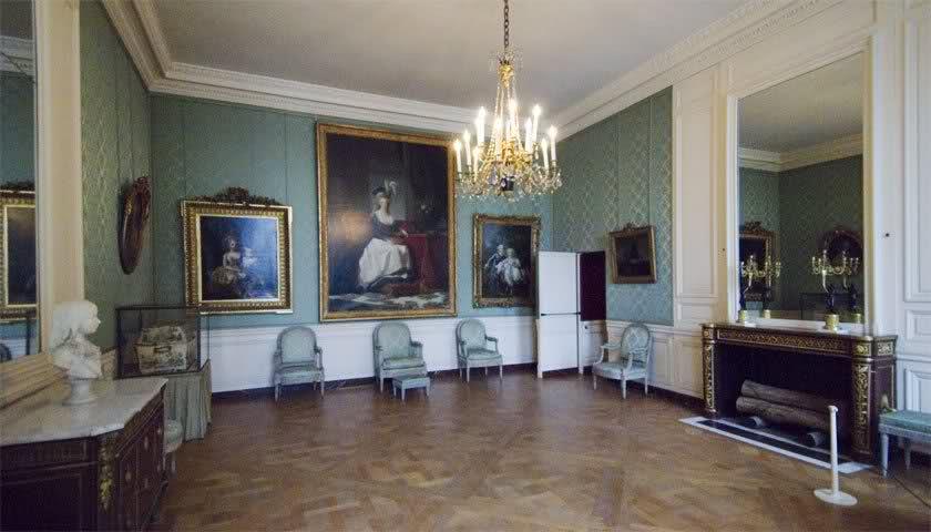 Chambre à coucher du Petit appartement de Marie-Antoinette, au rez-de-chaussée du château de Versailles 15rb77a