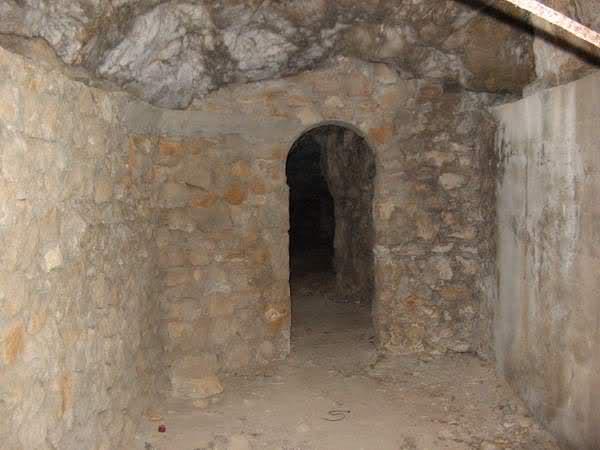 Abris caverne du Paradis (Carqueiranne, 83) 25qqadf
