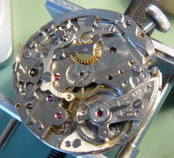 Enicar - Chronographe Enicar R92 Ioga3d