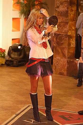 Anahi como Mia Colucci - Page 2 Ta5wmv
