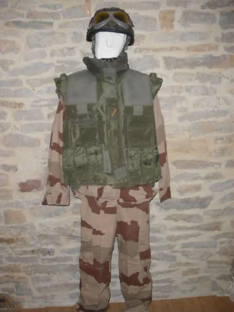 Les tenues et équipements de l'Armée Française - Page 2 Vn03a0