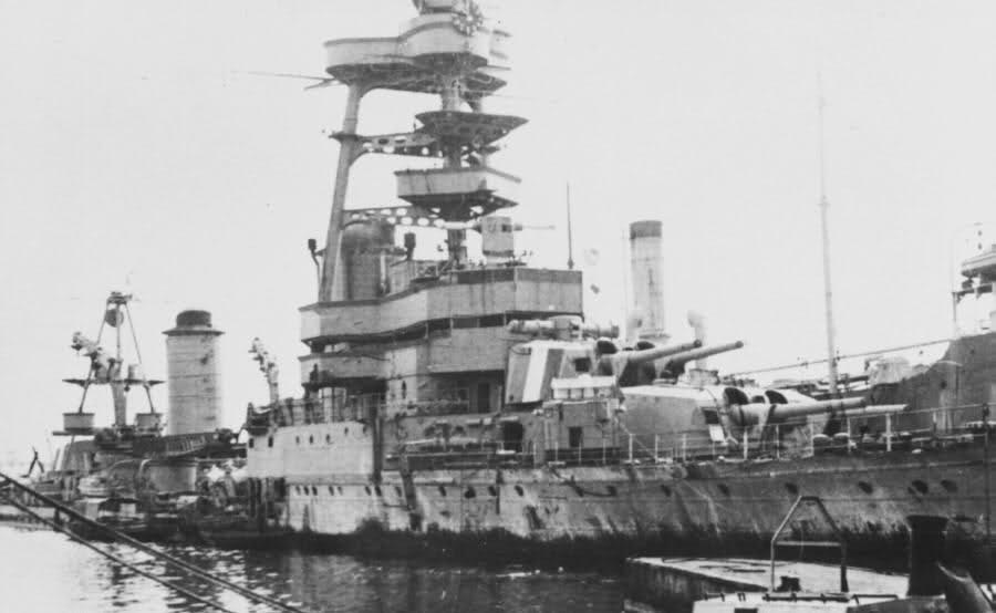 Le sabordage de la Flotte à Toulon (83) 27/11/1942 23ivzoh