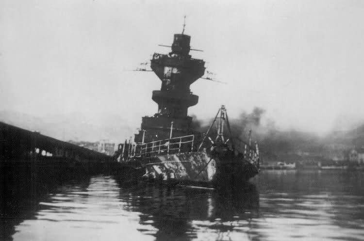 Le sabordage de la Flotte à Toulon (83) 27/11/1942 Zttzz5