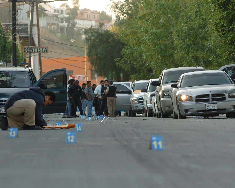 Enfrentamiento en el Boulevard Insurgentes de Tijuana (imagenes fuertes) 351hen8
