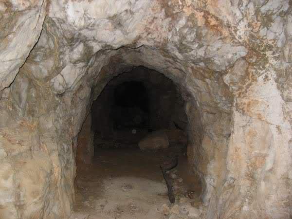 Abris caverne du Paradis (Carqueiranne, 83) 28m2wwy