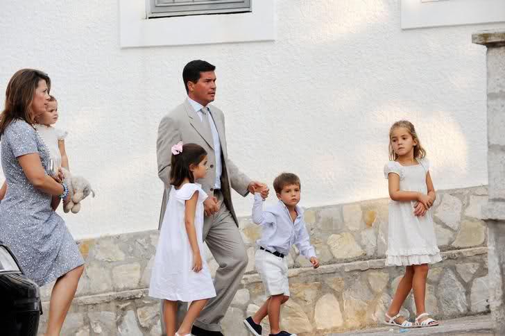 Miembros actuales de la Casa Real Griega - Página 9 14socqs
